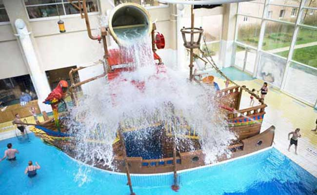 Facilities and services algonquins explorers hotel disneyland paris hotels for Hotels in paris with swimming pools